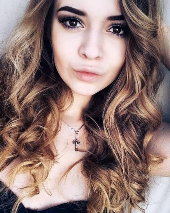 Elenas Models Review